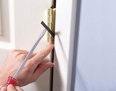 Регулировка петель в дверях своими руками
